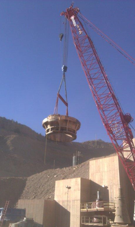 Crusher removal with crane